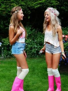 how does this look so cute ?! i wanna wear that Girly Rain boots