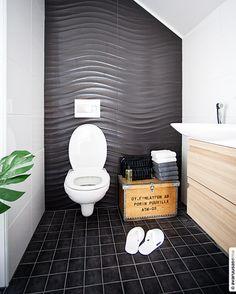 Jämerä Loft 1, © avaruusasema Bathroom Toilets, Bathrooms, House, Spaces, Bathroom, Home, Full Bath, Bath, Homes