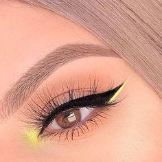 eye makeup for brown eyes ; eye makeup for blue eyes ; eye makeup tips ; eye makeup tutorial for beginners Edgy Makeup, Makeup Eye Looks, Eye Makeup Art, Cute Makeup, Makeup Goals, Pretty Makeup, Eyeshadow Makeup, Makeup Inspo, Makeup Ideas