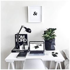 Monochrome #workspacegoals // via @workspacegoals on Instagram