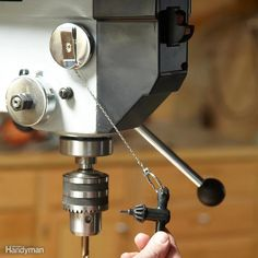 30 Secret Tool Tips for DIYers Drill Press Key Control - Mount a retracting key ring on your drill press and you'll never have to hunt for the chuck key again. Woodworking Power Tools, Woodworking Workshop, Woodworking Jigs, Woodworking Furniture, Woodworking Projects, Woodworking Basics, Kid Furniture, Cardboard Furniture, Woodworking Techniques