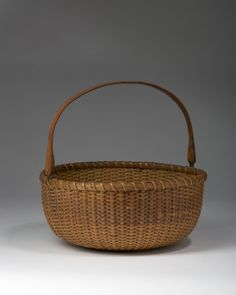 NANTUCKET CIRCULAR BASKET WITH SWING HANDLE, MADE BY DAVIS HALL. | Northeast Auctions