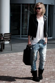 boyfriend jeans uggs outfit - Google Search