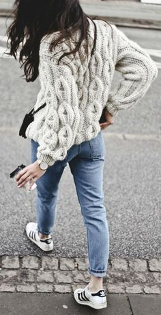 Monja Wormser + knitwear trend + chunky cable knit sweater + Mirstores + simple denim jeans + retro Adidas sneakers  Knit: Mirstores, Jeans: Monki, Sneakers: Adidas, Bag: Celine.