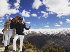#mecompleta #espanha #jornadaeuropeia #eurotrip #mochileiros #aventureiros #viajantes #travellers #meuamoreeu #agentesebasta #neve #friooo by aventura_a_dois