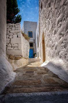 Narrow Climb by Duane Bender ~ Village of Chora on Patmos island, Greece** Beautiful Islands, Beautiful Places, Santorini Villas, Myconos, Greek House, Greek Life, Greece Islands, Beautiful Architecture, Greece Travel