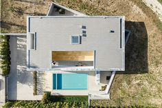 REM'A architecture practice designed Casa A located in Guimarães, Portugal focusing on privacy issues as well as the dual altimetric nature of the lot. Arno, Modern Exterior, Interior Exterior, Agi Architects, Wood Siding, Indoor Outdoor Living, New Home Designs, Detached House, Cladding