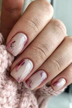 Whoever said nail art requires longer nails has never tried this trendy art on short nails. If you browse online, you'll be bombarded with an array of nail art designs in no time. Cute Nails, Pretty Nails, Milky Nails, Nagellack Design, Foil Nails, Nails With Foil, Foil Nail Art, Bridal Nails, Pink Wedding Nails