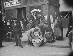 Little Italy - Italian bread peddlers, Mulberry Street, New York, New York City, New York Street, Ellis Island, Old Pictures, Old Photos, Time Pictures, Retro Pictures, Vintage Photographs, Vintage Photos