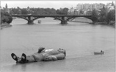 Gulliver llegando a Sevilla por el río Some Girls, Sydney Harbour Bridge, Seville, Outdoor Decor, Color, Ireland, Antique Photos, Cities, Fotografia
