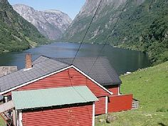 Beautiful vacation home with room for 4 persons, situated on the Sognefjord