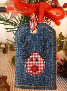 Christmas tag from jeans Christmas Makes, Noel Christmas, Christmas Gift Tags, Homemade Christmas, Christmas Stockings, Christmas Projects, Holiday Crafts, Fabric Crafts, Sewing Crafts