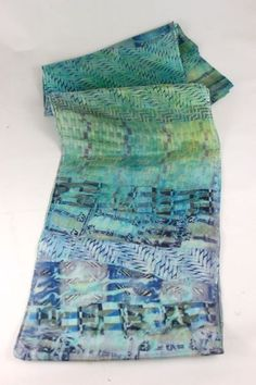 Great tutorial on dyeing white silk scarves with silk ties! Surrising results. Must try this soon | DIY