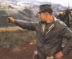 VIETNAM. Soldado disparando Colt 1911 A1    19/09/2016 9:49:45 PM GMT http://www.vntimes.info