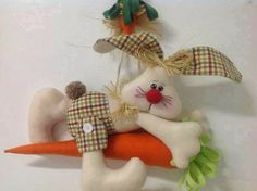 FELTRO MOLDES ARTESANATO EM GERAL: COELHO DE PANO Sewing Toys, Sewing Crafts, Sewing Projects, Felt Fabric, Fabric Dolls, Easter Crafts, Fun Crafts, Rabbit Crafts, Decoration Vitrine