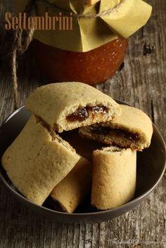Rivisitazione di una ricetta vista in giro nel web, sono una riproduzione molto simile a dei biscotti proposti, ma ora non più in produz... Italian Cookie Recipes, Italian Cookies, Italian Desserts, Mini Desserts, Cookie Desserts, Delicious Desserts, Jam Cookies, Biscotti Cookies, Galletas Cookies
