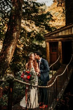 Moody blooms, a woodland setting, and couple portraits in treehouses make this PNW wedding at Treehouse Point one of the dreamiest to date. Trendy Wedding, Perfect Wedding, Dream Wedding, Fall Wedding, Wedding Stuff, Wedding Photography Tips, Couple Photography, Treehouse Wedding, Tree House Designs