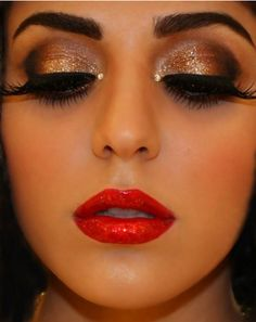 #InspiringLookoftheDay Shimmering #eyes and #lips. Love the subtle transition of gold to white/iridescent sparkle