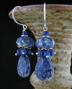 Blue Lapis Lazuli Cluster Stone Earrings Lapis por LoneRockJewelry