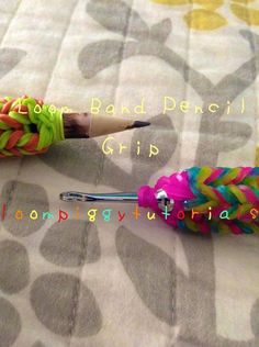 Rainbow Loom Rubber Band Pencil Grip Loom Patterns, Knitting Patterns, Monster Tail Bracelets, Projects For Kids, Crafts For Kids, Rainbow Loom Tutorials, Pencil Grip, Rainbow Loom Bracelets, Loom Bands
