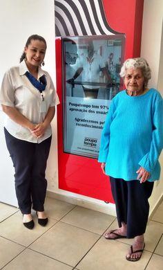 Aos 110 anos de idade, Marina da Silva contagiou a equipe do Poupatempo Caieiras com sua alegria e energia. Natural de Limoeiro (PE), ela mora na cidade paulista há 10 anos e foi ao posto tirar a 2ª via do RG. Depois do atendimento, contou histórias de vida e esbanjou bom humor.