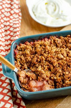 Nothing better than a delicious bowl of Low Syn Cinnamon Oat Rhubarb Crumble - sweet tangy stewed rhubarb topped with a yummy golden topping. gluten free, dairy free, vegetarian, Slimming World and Weight Watchers friendly #slimmingworld #weightwatchers Slimming World Vegetarian Recipes, Slimming World Desserts, Slimming World Diet, Slimming Eats, Healthy Recipes, Slimming Recipes, Rhubarb Recipes Slimming World, Sweet Recipes, Slimming Word