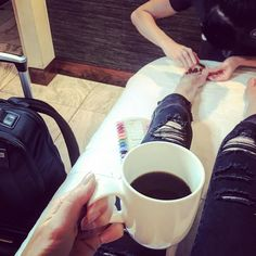 Airport Lounges. The only way to live between flights.  #London #Manipedi #heathrow #travelspa Time for Champs