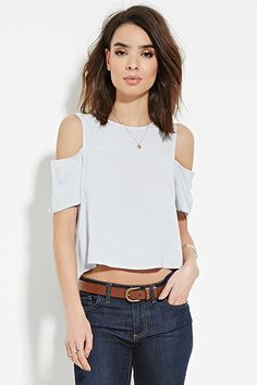 Forever 21 has a crop top for every mood! Try flexible knit or structured woven crop tops, tube tops, off-the-shoulder crop tops, cropped sweaters & more! Chic Outfits, Spring Outfits, Fashion Outfits, Fashion Tips, Boutique Fashion, Look Chic, Looks Style, Refashion, Diy Clothes