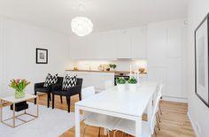 Decorar un piso en combinacion de blanco y madera.