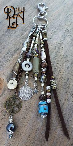 Leather Jewelry, Beaded Jewelry, Beaded Bracelets, Handmade Keychains, Diy Purse, Handmade Jewelry Designs, Bijoux Diy, Jewelry Crafts, Diy Jewelry Charms