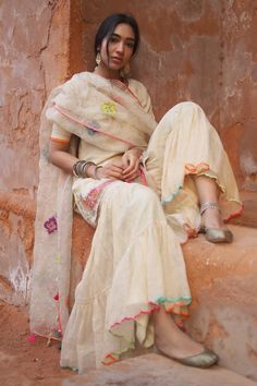 Indian Gowns Dresses, Indian Outfits, Indian Attire, Gharara Designs, Stylish Kurtis, Simple Kurti Designs, Blouse Designs, Indian Photoshoot, Dress Design Sketches