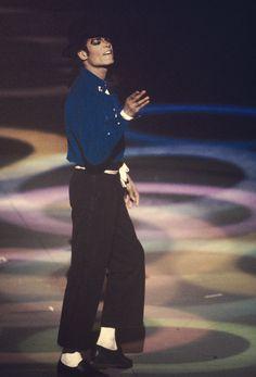 MJLyrics: Michael Jackson The Grammy Awards 1988 Jackson Family, Jackson 5, Michael Jackson Pics, King Of Music, The Jacksons, Pop Culture, Hollywood, Celebs, Singer