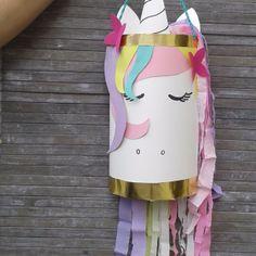 Bastelanleitung für eine Einhorn Tüte / Mitgebseltüte // Unicorn candy bag tutorial Diwali, Arts And Crafts, Barbie, Rainbow, Outdoor Decor, Tutorial, Women, Hanukkah, Inspiration