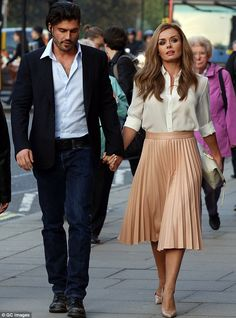 Katherine Jenkins steps out with new fiancé Andrew Levitas The couple looked very much in love as they were photographed arriving hand-in-hand at London's Royal Albert Hall to watch the Classic FM Live concert. Katherine Jenkins, Pleated Skirt Outfit, Blouse Dress, Green Skirt Outfits, Pleated Skirts, Classy Outfits, Chic Outfits, Looks Chic, Elegant Outfit