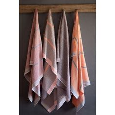 afrikani: Itawuli translates to towel in one of South Africa's official languages, Xhosa. This flat weave towel is made by Mungo, a boutique weaving mill in the seaside town Plettenberg Bay. Pool Towels, Bath Towels, Tea Towels, Cotton Towels, Home Textile, Textile Design, Cocoon, Cotton Crafts, African Textiles