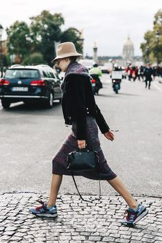 PFW-Paris_Fashion_Week-Spring_Summer_2016-Street_Style-Say_Cheese-Chanel_Model-Tweed-Sneakers-Hat-2
