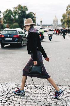 PFW-Paris_Fashion_Week-Spring_Summer_2016-Street_Style-Say_Cheese-Chanel_Model-Tweed-Sneakers-Hat-2