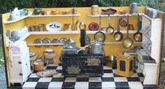 uralte Puppenküche, Herd mit Blechauge, komplett mit Zubehör, um 1840/1860 in Antiquitäten & Kunst, Antikspielzeug, Puppen & Zubehör | eBay!