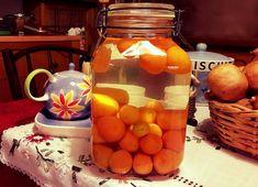 Λικέρ κούμ κουάτ…από την Αλεξάνδρα Σουλαδάκη http://www.donna.gr/17127/liker-koum-kouatapo-tin-alexandra-souladaki/  Τα μικρά αυτά μοσχοβολιστά φρούτα με το κατακίτρινο χρώμα, μπορούμε να τα κάνουμε πολύ ωραίο λικέρ, αλλά και γλυκό του κουταλιού, σήμερα θα πούμε πως θα φτιάξουμε το λικέρ. Κάπο