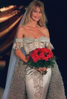 "hautekills: "" Claudia Schiffer at Valentino haute couture s/s 1995 "" 90s Fashion, Fashion History, Love Fashion, Fashion Models, Fashion Show, Claudia Schiffer, Christy Turlington, Top Models, Irina Shayk"