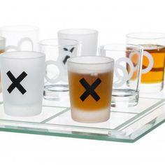 #design3000 Witziges Set für Trinkspiele im Tic Tac Toe-Stil.