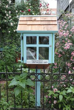 Design Squish Blog: LITTLE FREE LIBRARY IN DITMAS PARK, BROOKLYN - ditmas park, brooklyn, NYC, community, wisdom, DIY, sustainable lifestyle, do-it-yourself, creative environmental options, craft, organics, gardening, planting, flower pots, reusing, old and vintage, nature, environmental news, recycling tips, brooklyn, ditmas park,