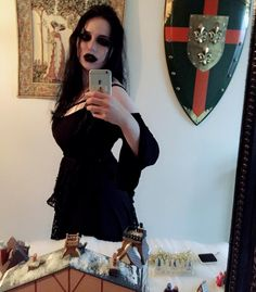 Narcissisme….  ✨✨ ___________________________ #portrait #girl #witch #myself #selfie #badquality #alternativegirl #femalemetalhead #dark #goth #gothic #gothgirl #longblackhair #blackhair #black #metal #metaldoll #metallady #metalgoth #metalgirl...