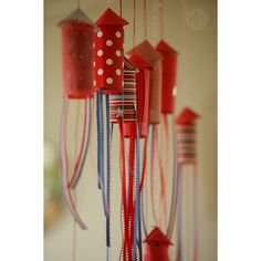 Make your own Fourth of July Confetti Popper Rockets!  #4thofJuly #DIY #Decorations
