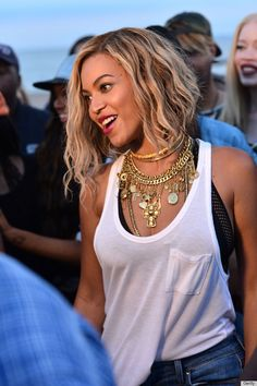 Beyoncé's Erickson Beamon necklace - forget the jewelry, I just love her hair!!