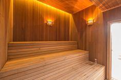Apartamentos requintados e sofisticados, como é o caso do Villeneuve Residence, oferecem aos moradores a sauna. Saiba mais! Spa Rooms, Saunas, House Ideas, Stairs, Home Decor, Fields, Apartments, Stairway, Decoration Home