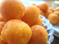 Sweet Potato Surprise Balls Recipe from The Bakers Dozen Deep Fried Desserts, Deep Fried Recipes, Asian Desserts, Chinese Desserts, Yummy Snacks, Yummy Food, Sweet Pastries, Healthy Food Choices, Sweet Potato Recipes