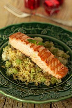 Salada de couve-flor e salmão grelhado