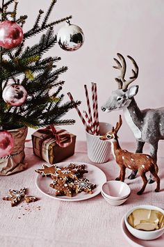 Festive kitsch. 12 inspirational festive Christmas table displays