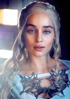 A good look at Daenerys' chest piece... for crafting reference.